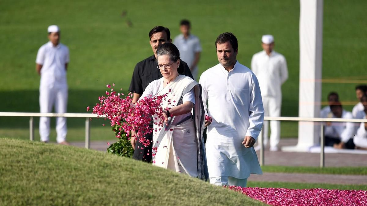 Sonia, Rahul pay homage to Nehru on his 55th death anniversary