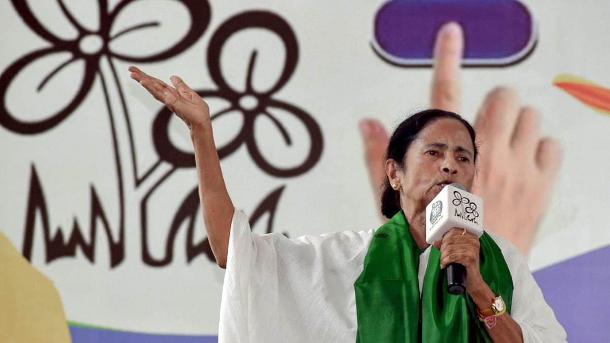 WB violence: Mamata accuses BJP of creating trouble, BJP goes to SC, Cong says TMC supremo should control it