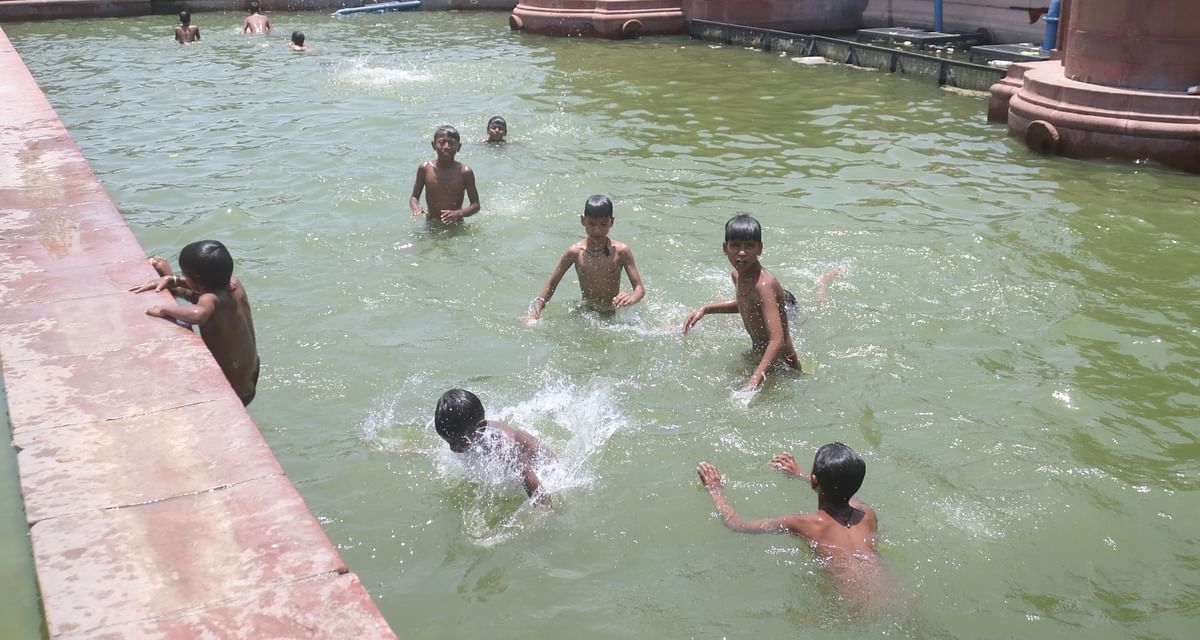 Temperature may touch 46 degree in Delhi, heatwave to persist in several parts of country