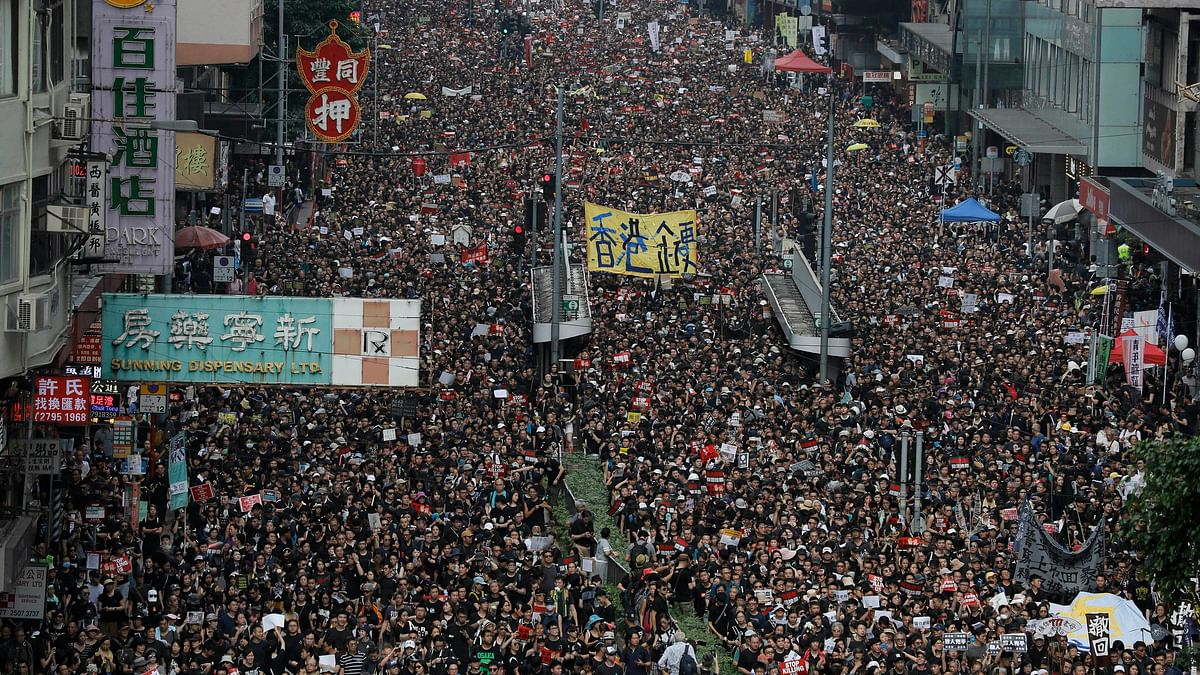 Massive demonstration chokes Hong Kong over extradition law