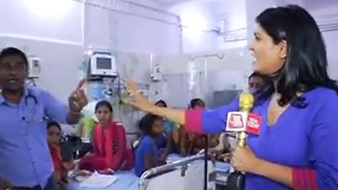 In this TV grab, Anjana Om Kashyap is seen  arguing with a doctor inside the ICU ward of govt-run SKMC Hospital in Bihar's Muzaffarpur.
