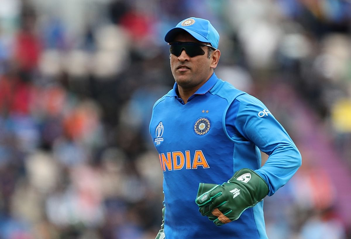 Dhoni bats for vaccination against COVID-19, wearing mask