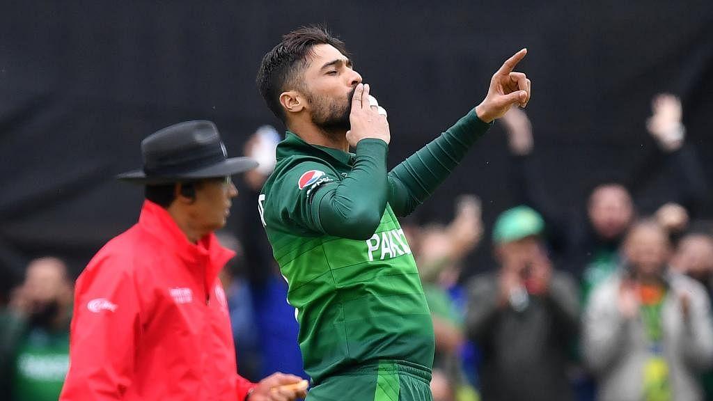 Amir's five wicket haul overshadows Warner's ton as Oz finish on 307