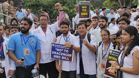 Medical fraternity protests against Medical Bill