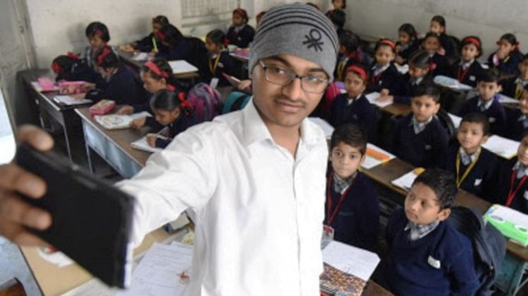 Teachers asked to take selfies to mark attendance in UP's government schools