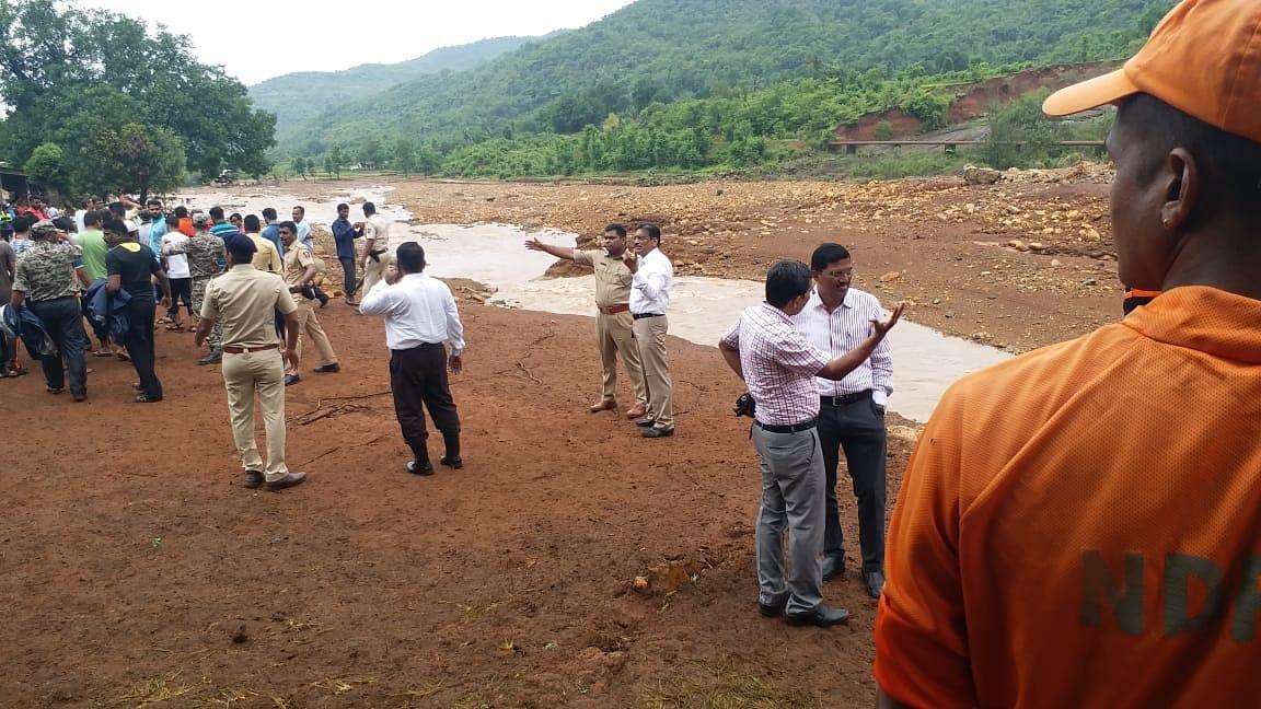 Maharashtra: Shiv Sena minister blames crabs for Ratnagiri dam burst