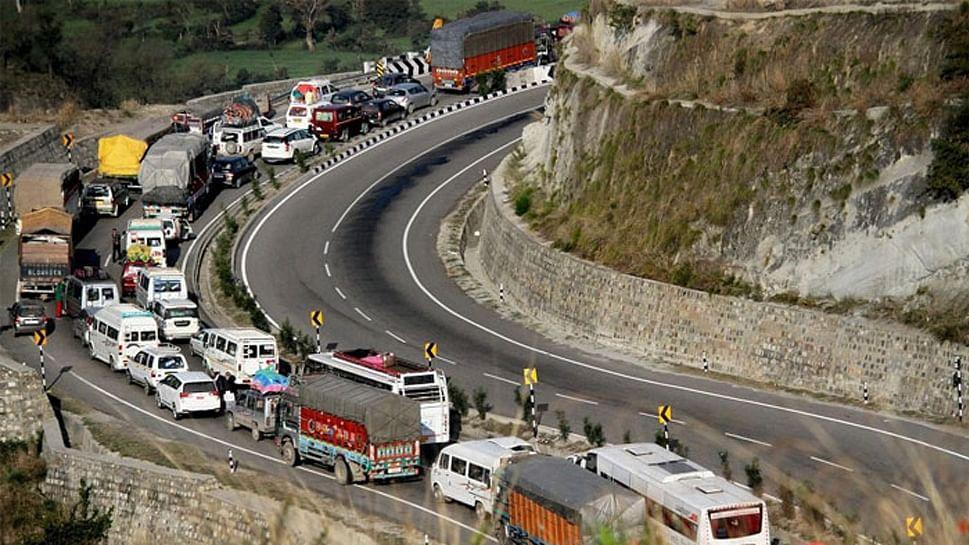 Protest in Srinagar against govt order banning civilian traffic on J-K NH during Amarnath yatra