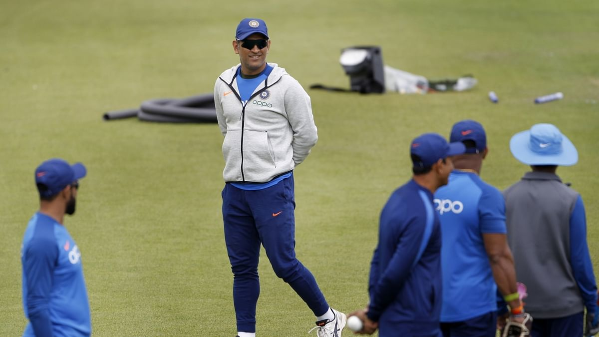 'Dhoni asked not to retire while team grooms Pant'