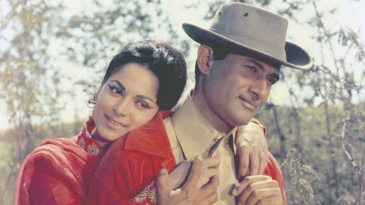 Waheeda Rehman and Dev Anand in Prem Pujari