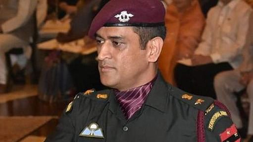 Dhoni joins Army troops in J&K for 2-week stint