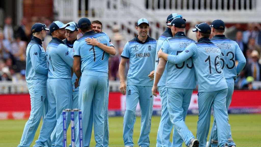 Woakes, Plunkett restrict New Zealand to 241/8