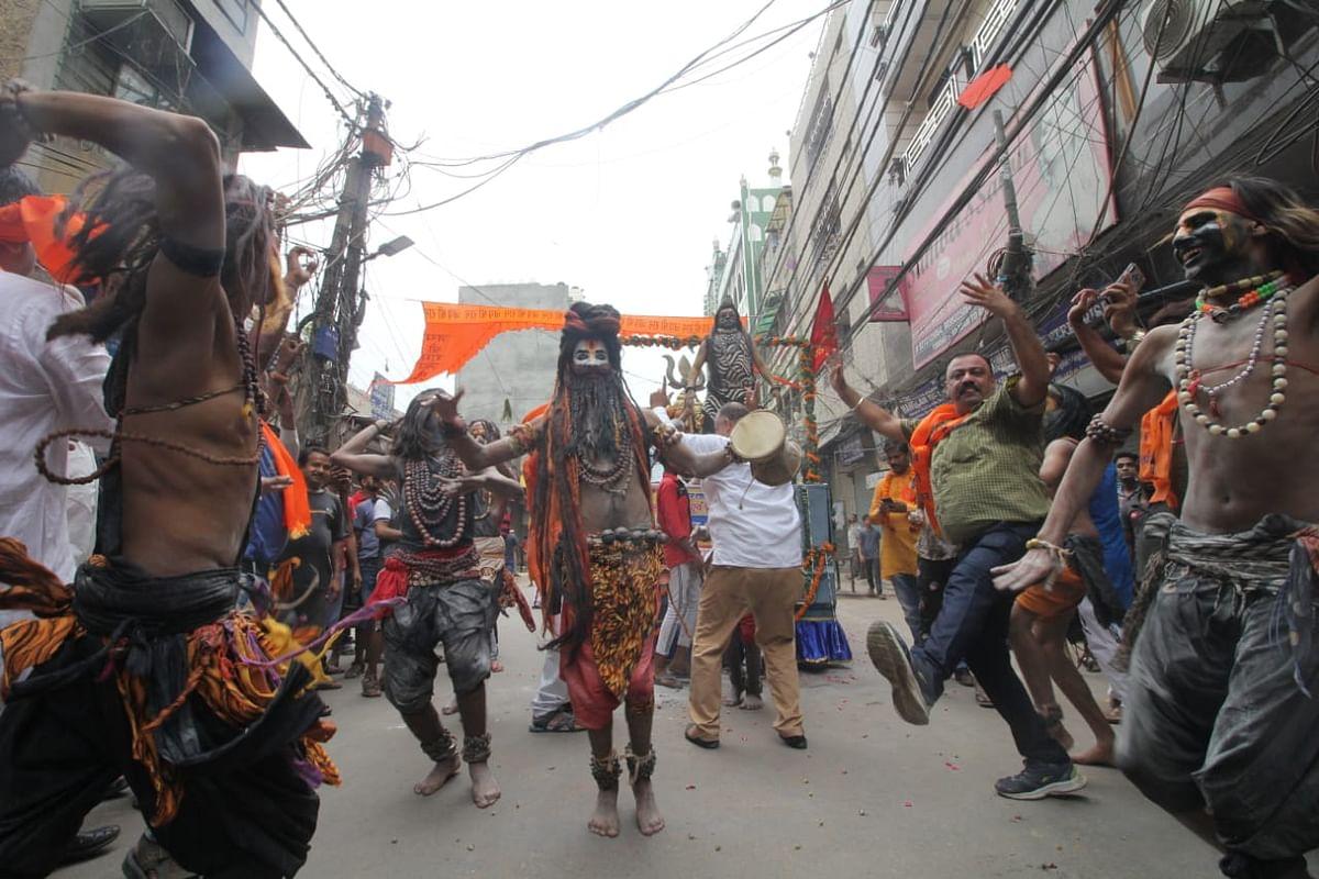 Politics aside, communal harmony marks Shobha Yatra at Lal Kuan
