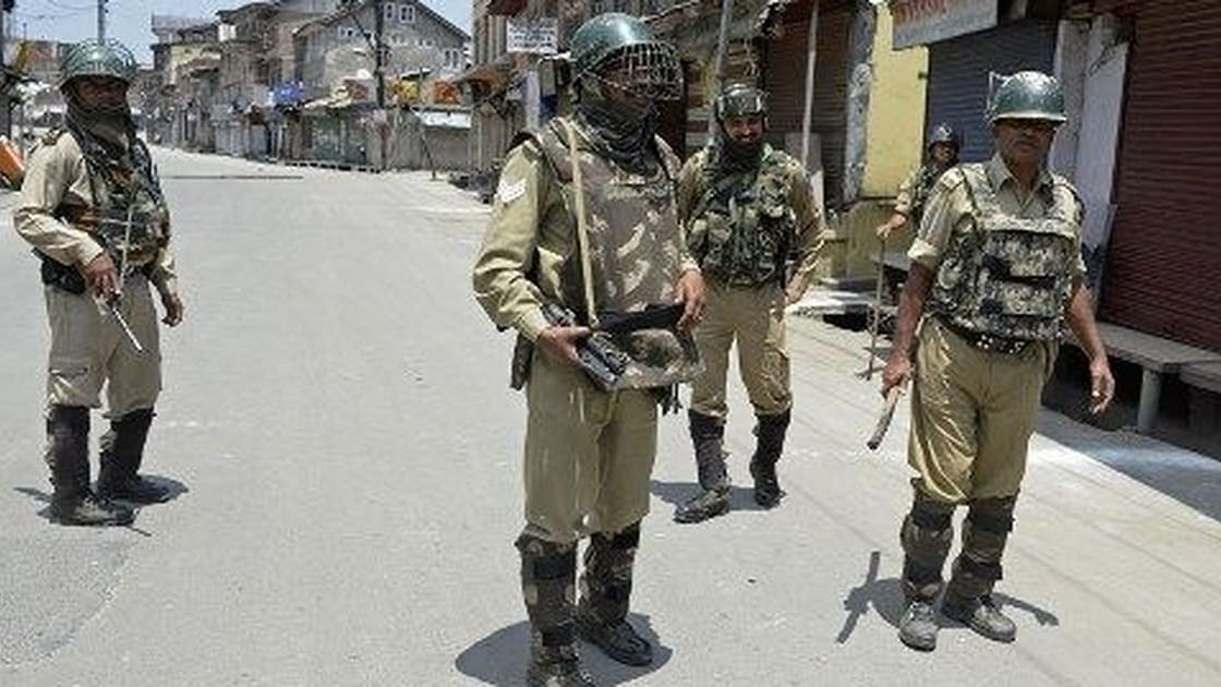 Jammu and Kashmir: Doctor speaks up on health crisis, Police takes him away