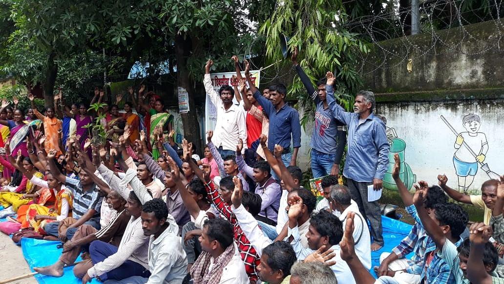 Jharkhand: Food grains  denied to people in West Singhbhum for 2 years due to Aadhaar failures