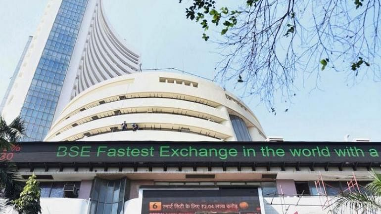 Sensex tanks over 418 points amid political uncertainty over Jammu and Kashmir