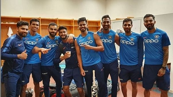 Kohli posts 'squad' pic, fans ask where's Rohit