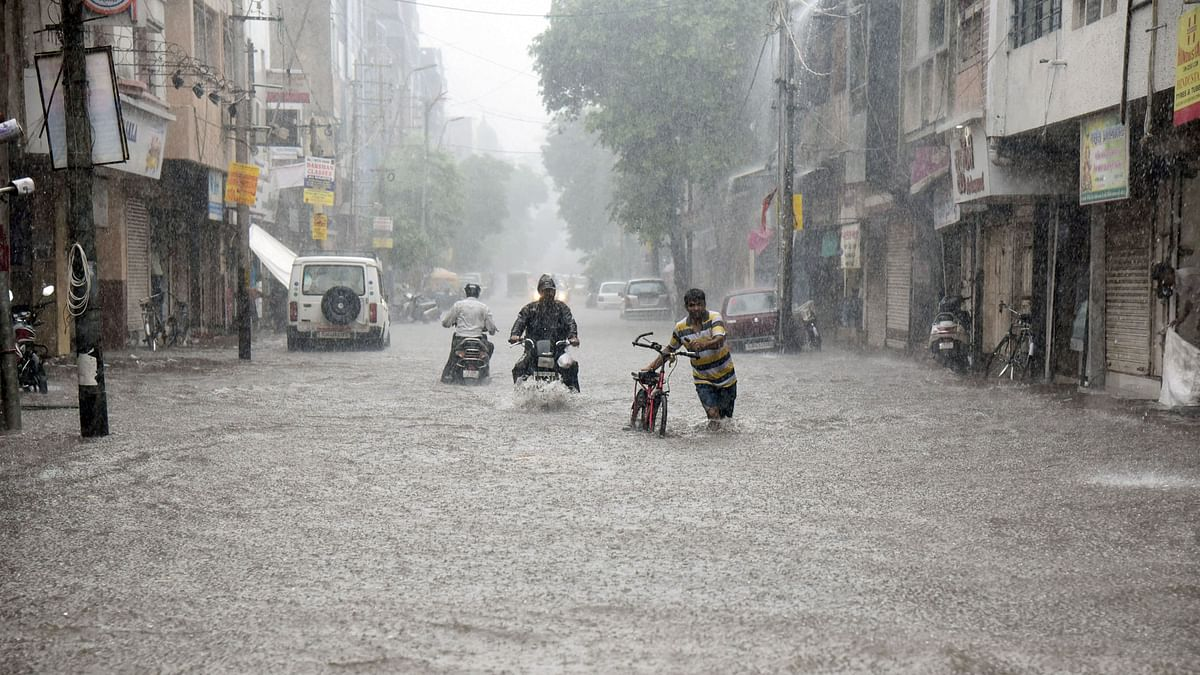 Heavy rains pound Mumbai; normal life, rail traffic comes to a standstill