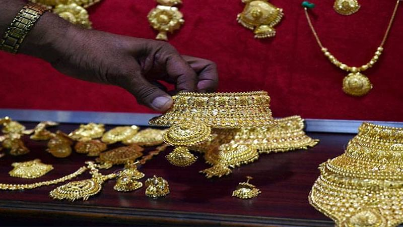 Gold prices hit Rs 50,000 per 10 gm, markets in a tizzy