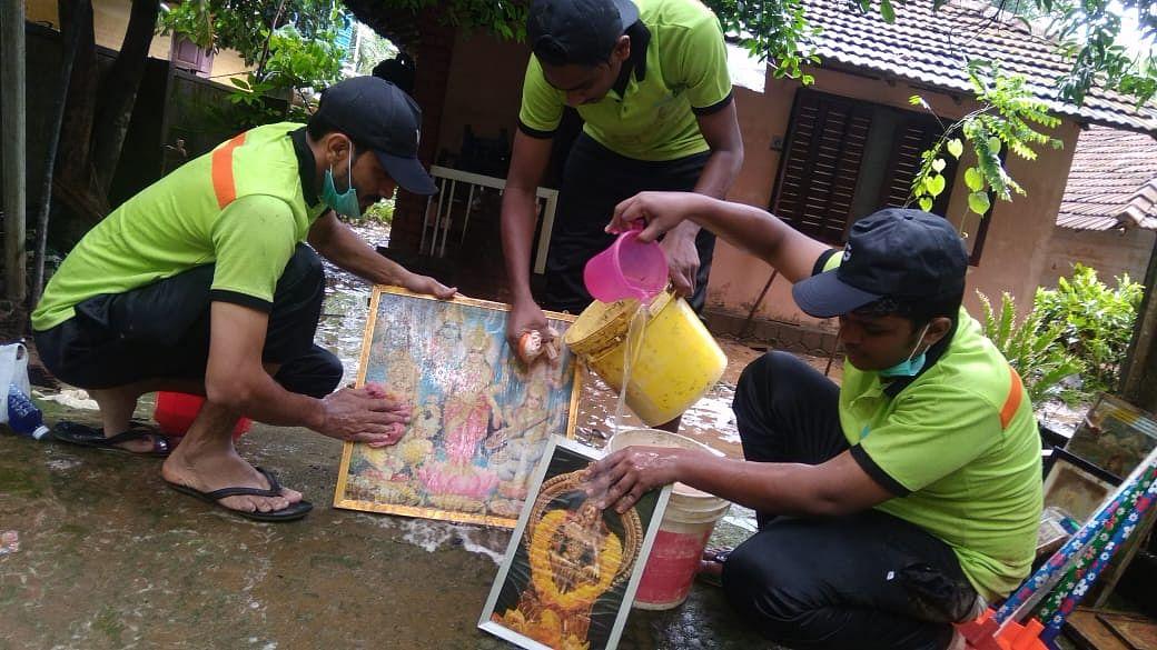 Kerala: Muslim League volunteers clean flooded Ram temple in Wayanad