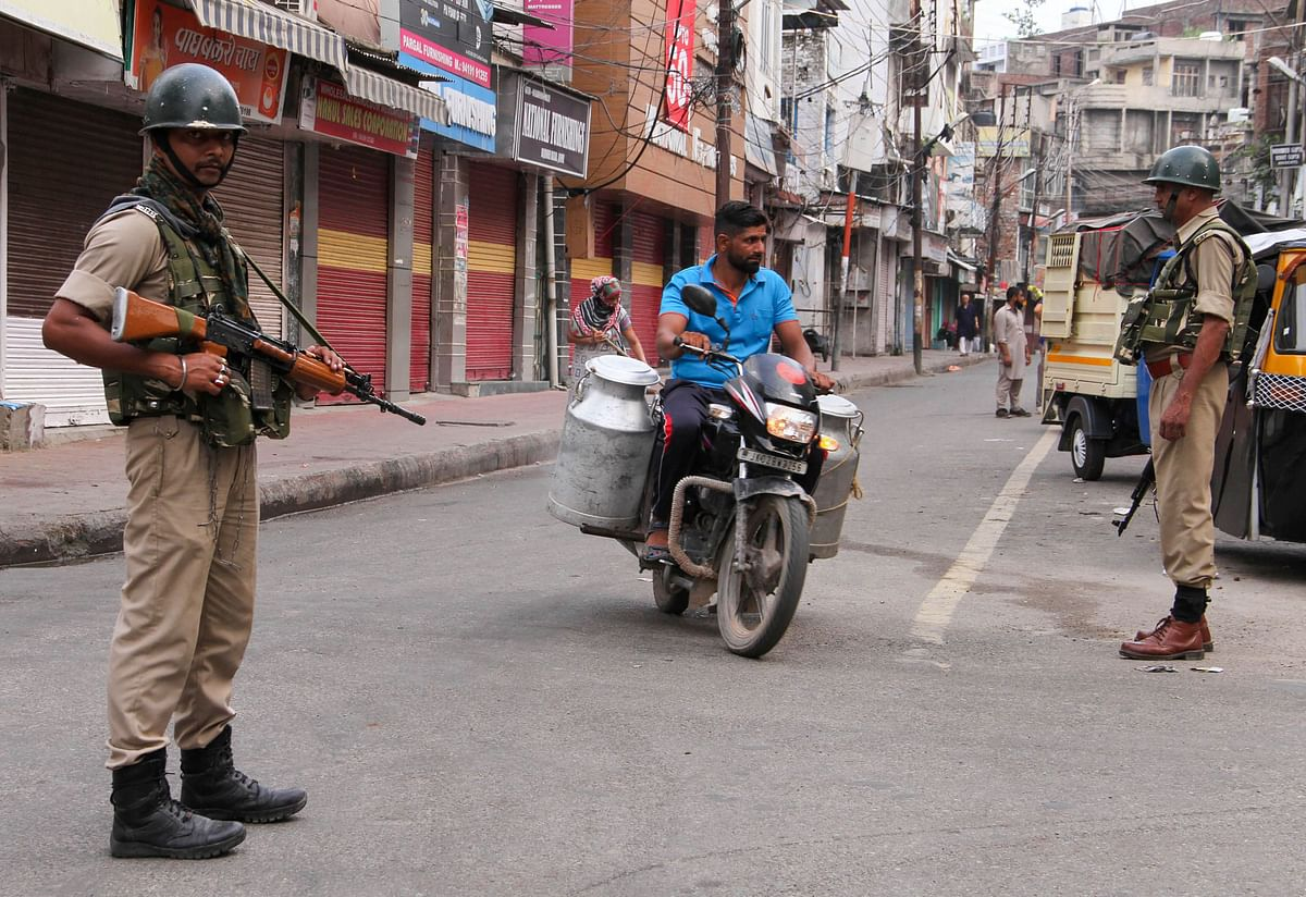 After a spate of attacks, non-local workers flee Kashmir