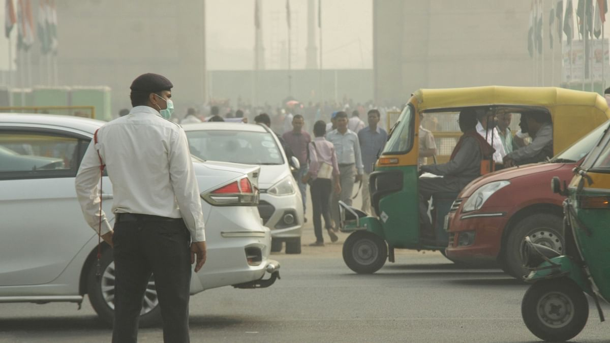 Auto driver fined ₹32,500 for traffic violations