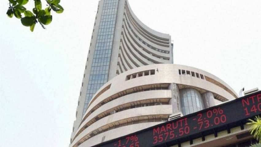 Sensex rallies 300 points to new lifetime high of 52,462 in opening trade; Nifty tops 15,400