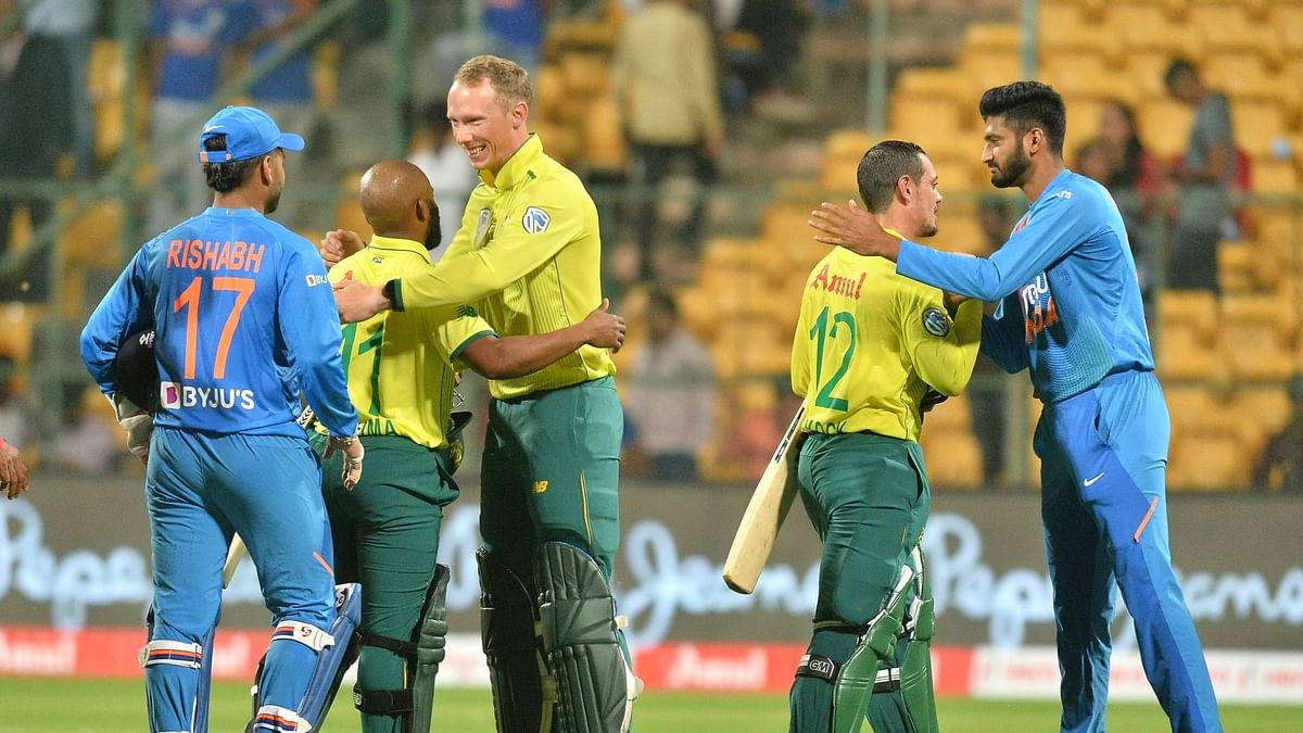 South Africa stroll to 9-wicket win, level series 1-1