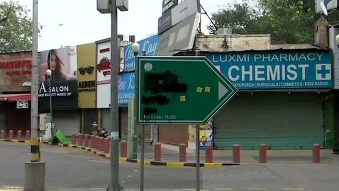 Hindu Sena blackens Delhi's Babar Road signage
