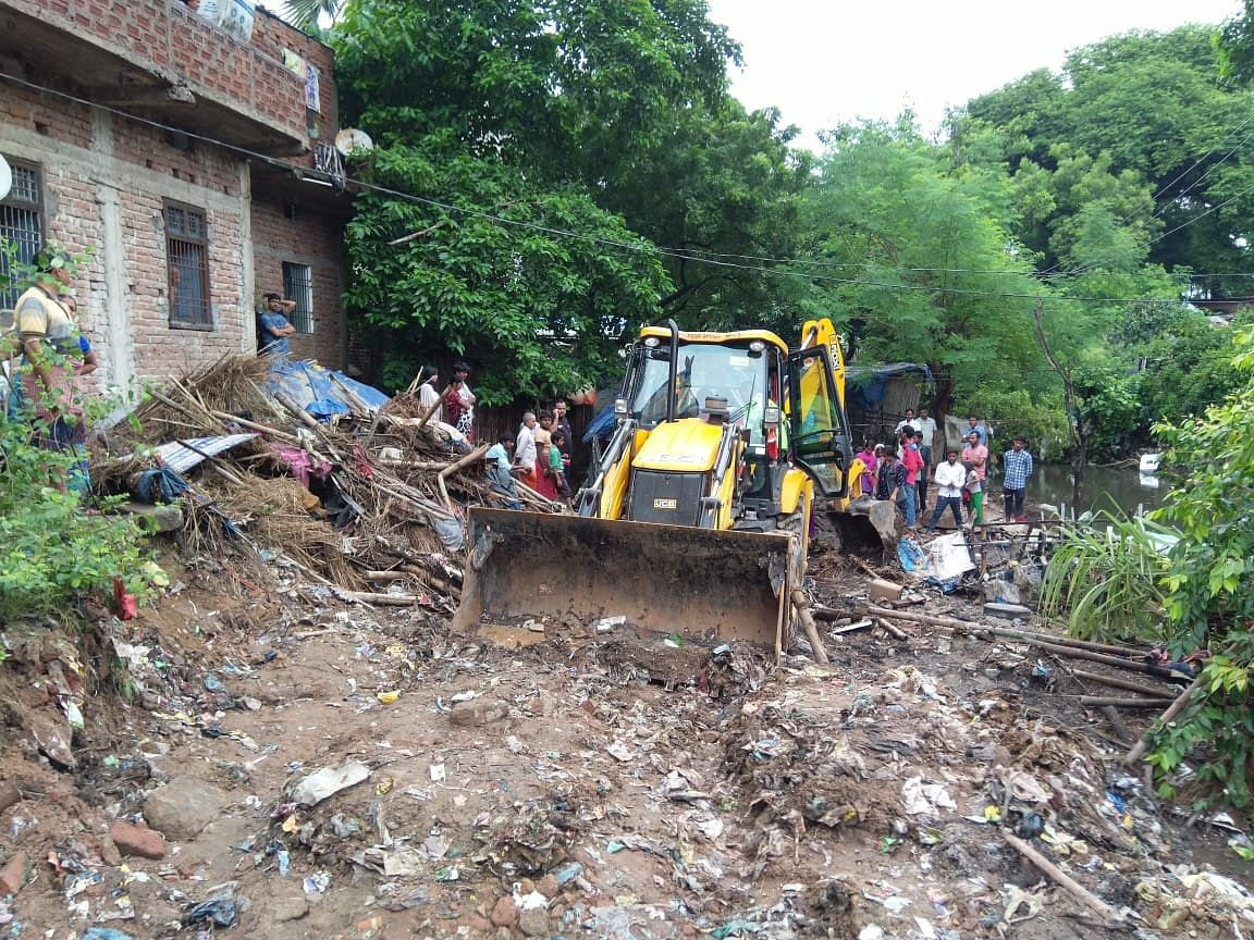 Patna floods: As common people struggle with a civic crisis, Nitish govt demolishes slums