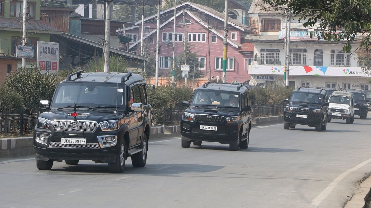 The convoy of the delegation of European Union parliamentarians in Srinagar on Oct 29, 2019. (IANS photo)