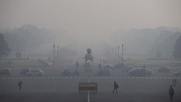 "Delhi's air quality ""severe'', AQI crosses 400-mark"