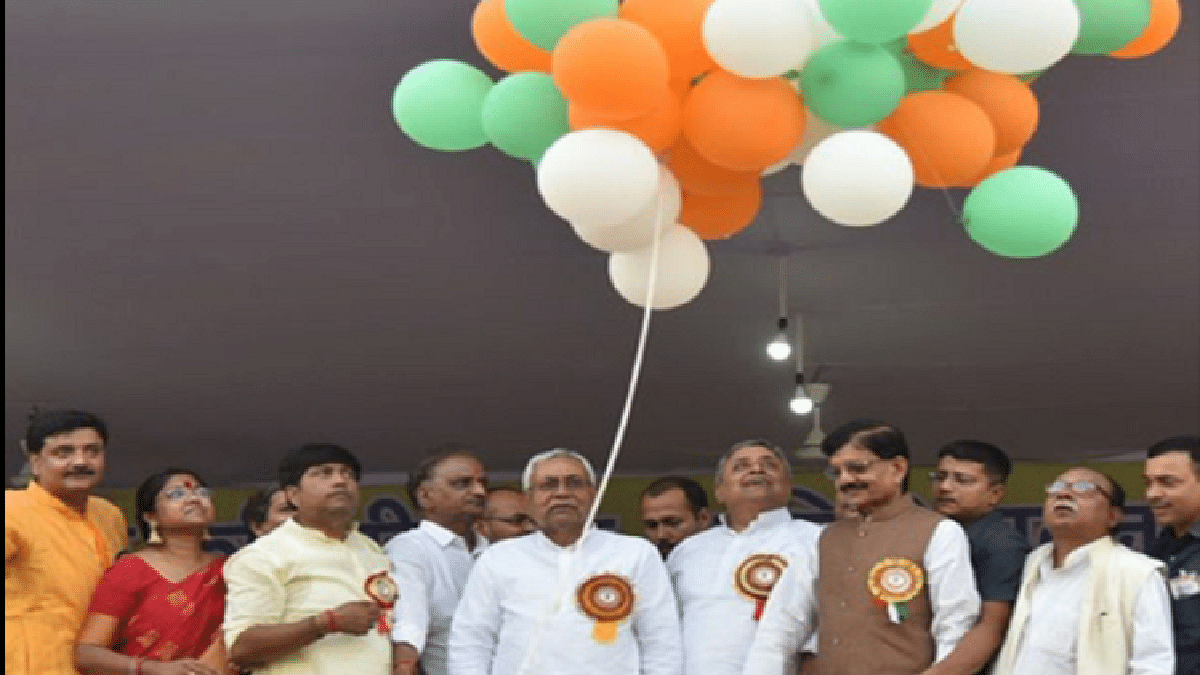 At Dussehra celebrations in Patna, no BJP leader shares the dais with Nitish