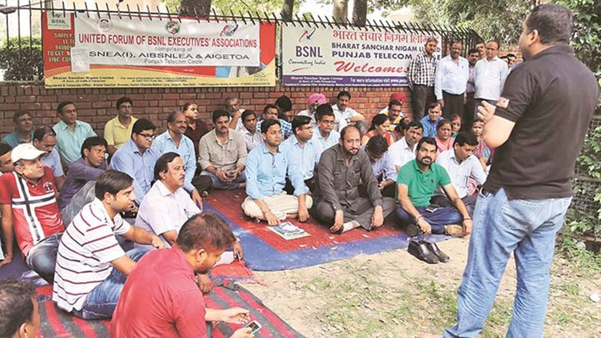 File photo of BSNL employees staging a protest (Courtesy: Social media)