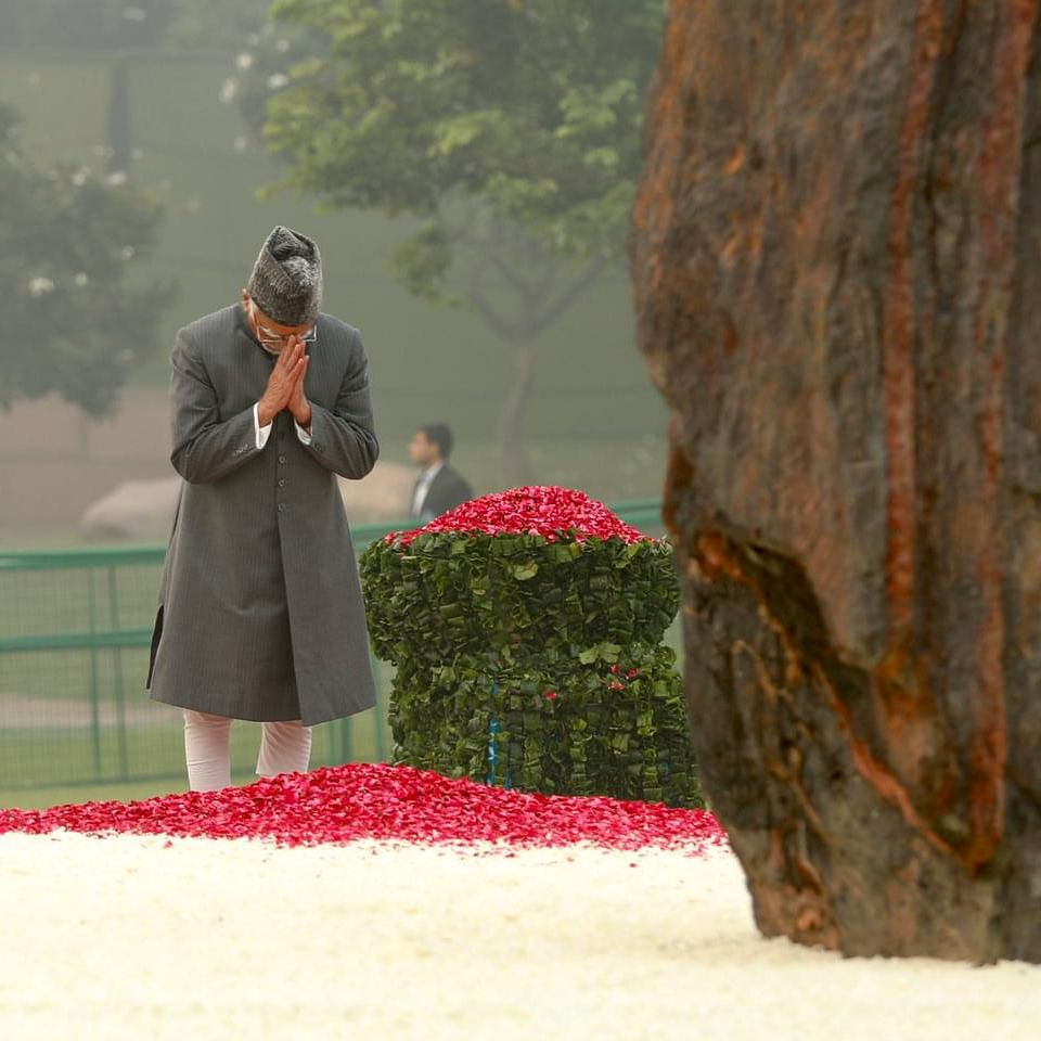 Former Vice President Hamid Ansari pays floral tribute to former prime minister Indira Gandhi on her death anniversary at Shakti Sthal, in New Delhi, Thursday, October 31, 2019 (NH Photo by Pramod Pushkarna)