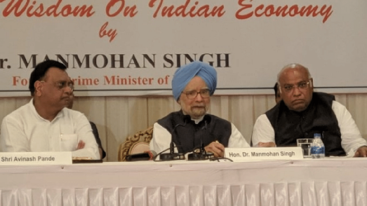 Manmohan Singh: Country hit by a grave economic crisis; govt obsessed with trying to fix blame on Opposition