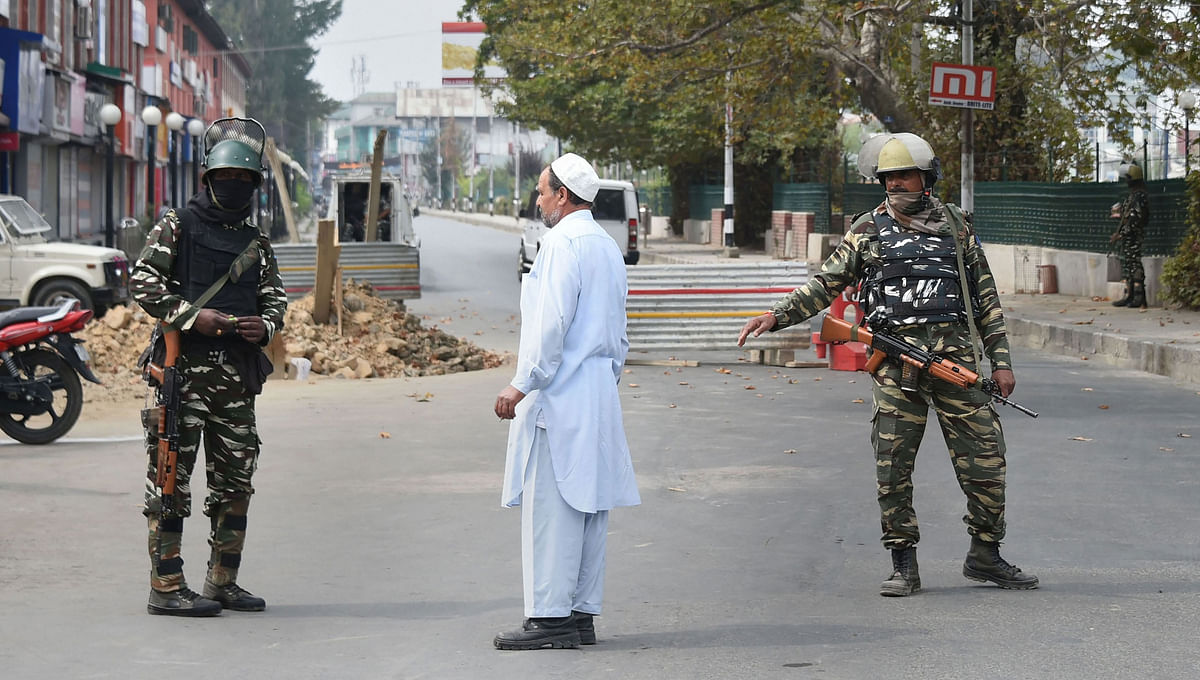 Migrants fleeing Kashmir after terror killings throng railway stations, bus stands; Congress hits out at govt