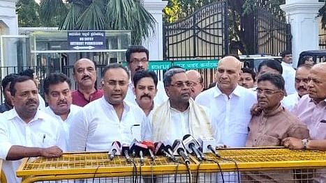 Karnataka Congress leaders outside Raj Bhavan in Bengaluru after giving a memorandum to state's Governor Vajubhai Vala on Saturday (Photo courtesy: INC Twitter handle)