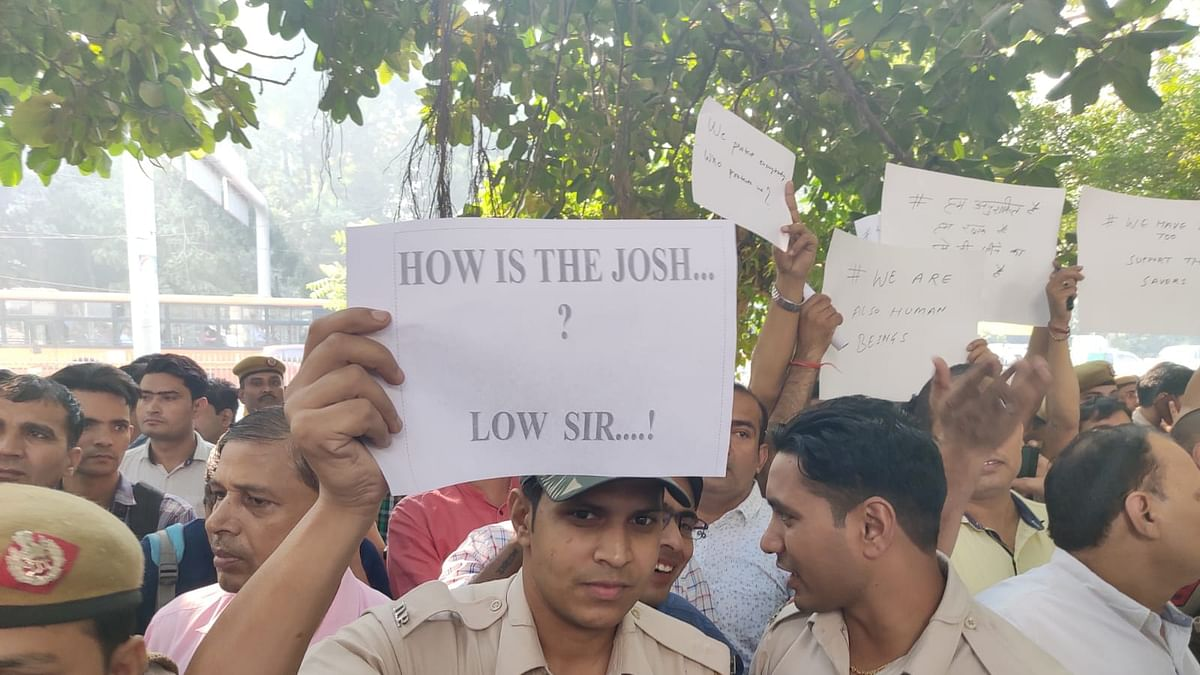 Delhi police protest darkest day in history, arrest guilty policemen in a week, says BCI