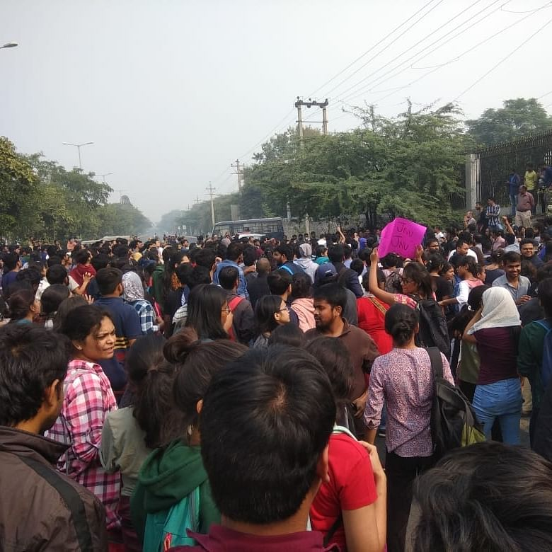 JNU students protest against fee hike, police use water canons