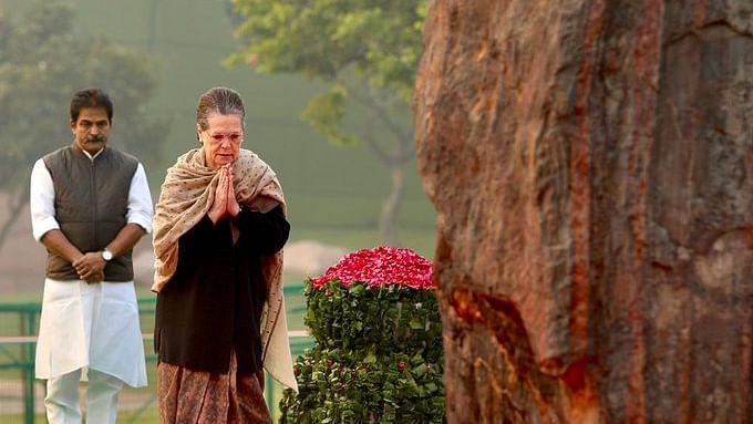 Sonia, Manmohan, Pranab pay tributes to Indira Gandhi on birth anniversary