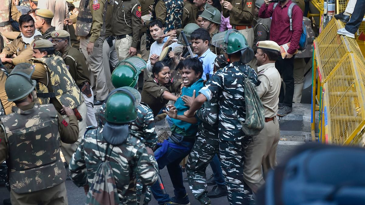 About 100 JNU students detained, several injured in police lathicharge
