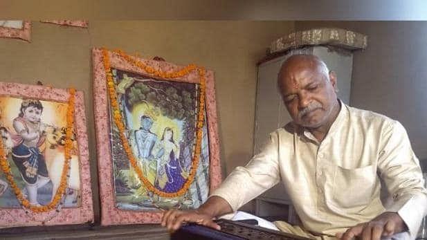 BHU Muslim professor's father Ramzan Khan sings bhajans, but no one protests