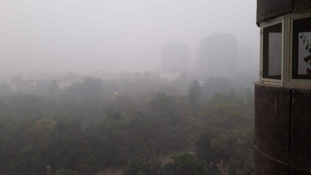 Delhi air quality continues to deteriorate, rain fails to bring respite