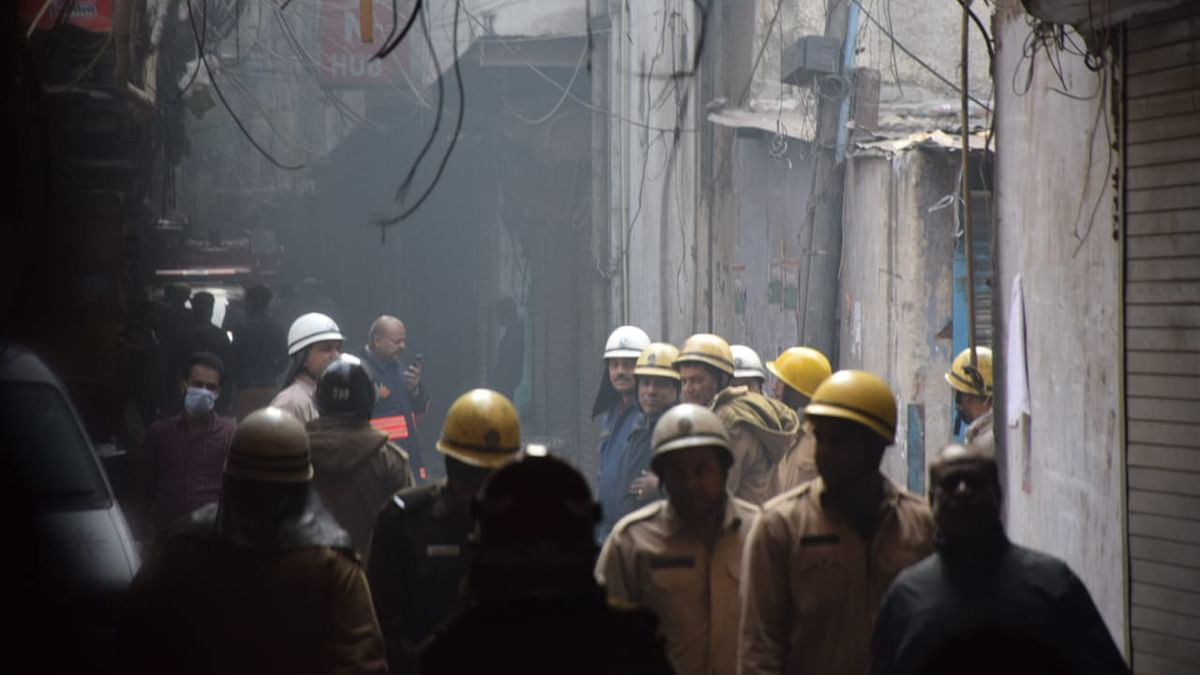 President, PM, CM, Sonia, Rahul, others condole deaths in Delhi blaze