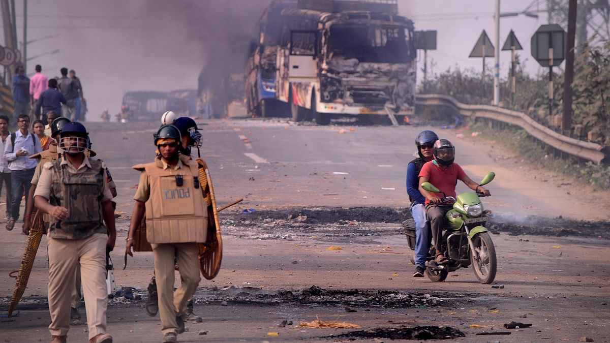 Protests against Citizenship law in Bengal, roads blockades at several places