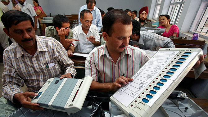 Discrepancies in 347 LS seats poll data: SC issues notice to EC