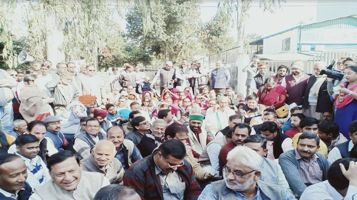 Harish Rawat stages dharna outside Uttarakhand assembly against non-payment of dues to sugarcane farmers