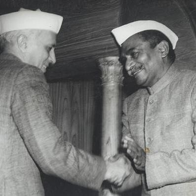 Rajendra Prasad shakes hands with PM Jawaharlal Nehru aftersigning the Constitution.