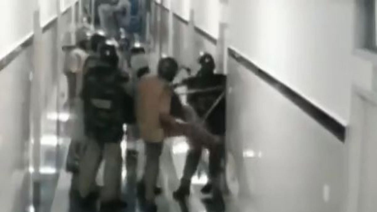 15 journalists and crew detained by Mangaluru police during coverage of injured at the hospital