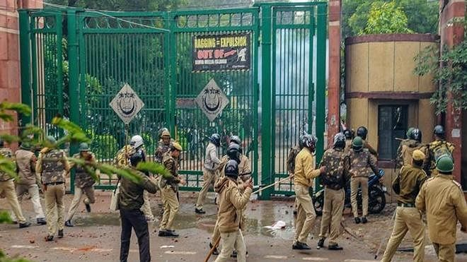 Delhi Police: Difficult to distinguish between trapped Jamia students, rioters